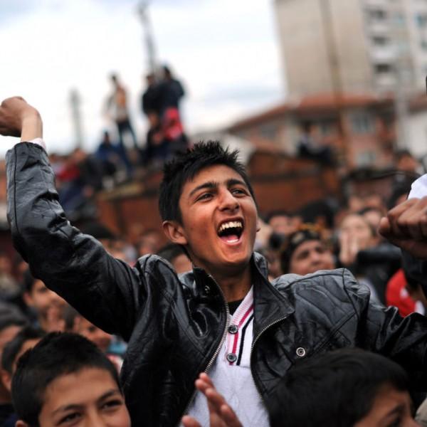 Felmérés: A magyarok nem szeretnének, roma, migráns, arab és homoszexuális szomszédokat