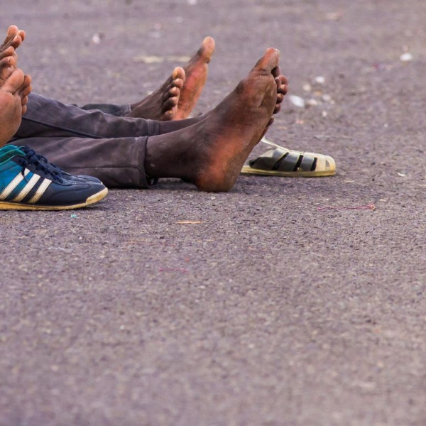 4 illegális migráns csoportosan megerőszakolt egy nőt a nyílt utcán Spanyolországban