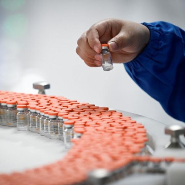 Büntetik Belgiumban az oltóanyagokkal kapcsolatos álhíreket terjesztő orvosokat