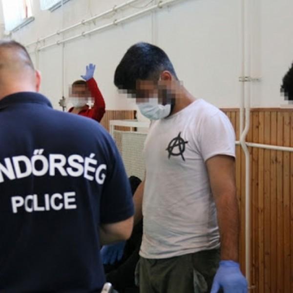 Több mint háromszáz határsértő migráns ellen intézkedtek a hétvégén