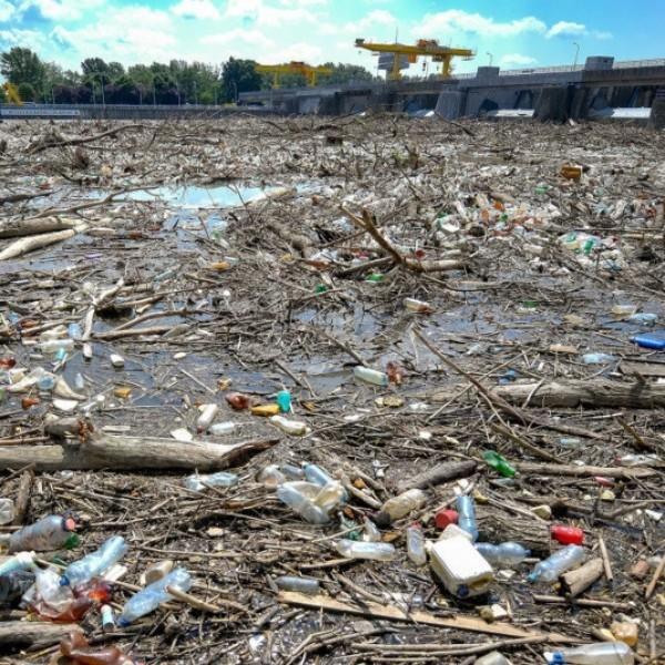 Szennyezés a románoktól - Romániából percenként 70 PET-palack érkezik Magyarországra a folyókon