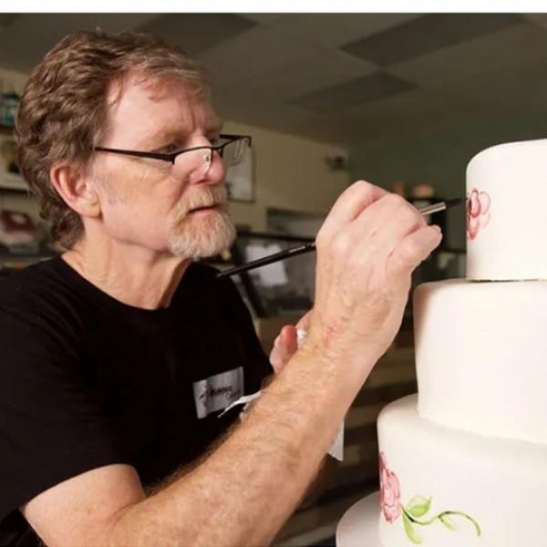 500 dollárra büntettek egy cukrászt, mert nem sütött tortát egy nemet váltott férfinak