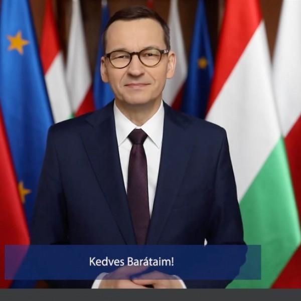 A liberálisok meghurcolják, mégis hatalmas a lengyel miniszterelnök támogatottsága