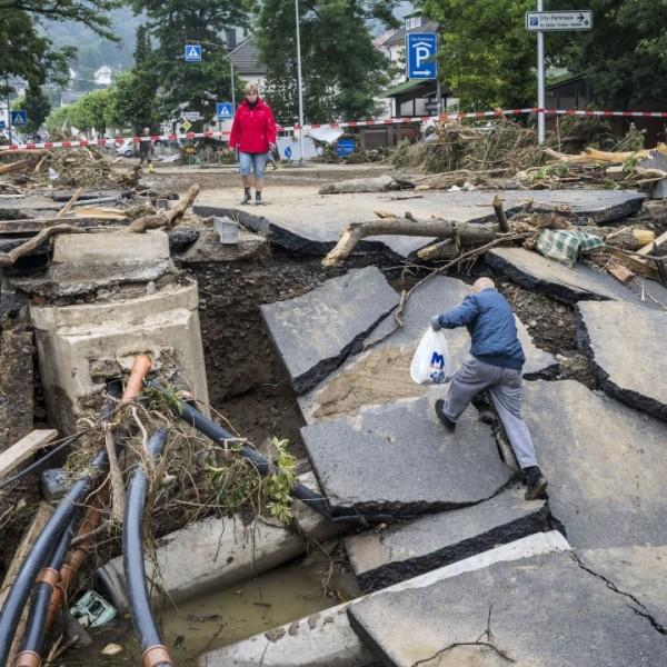 https://www.vadhajtasok.hu/2021/07/18/all-a-bal-nemetorszagban-mar-negy-nappal-a-katasztrofa-elott-ertesitettek-a-kormanyt
