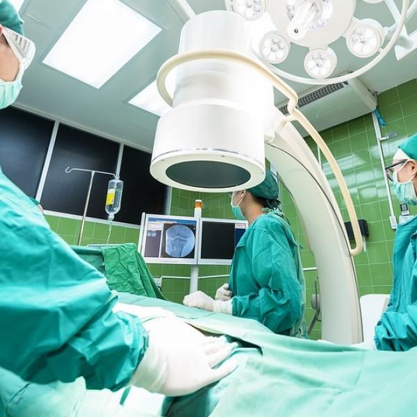 A kormány 12,2 milliárd forintos támogatást biztosít a járvány miatt halasztott műtétek várólistáinak csökkentésére