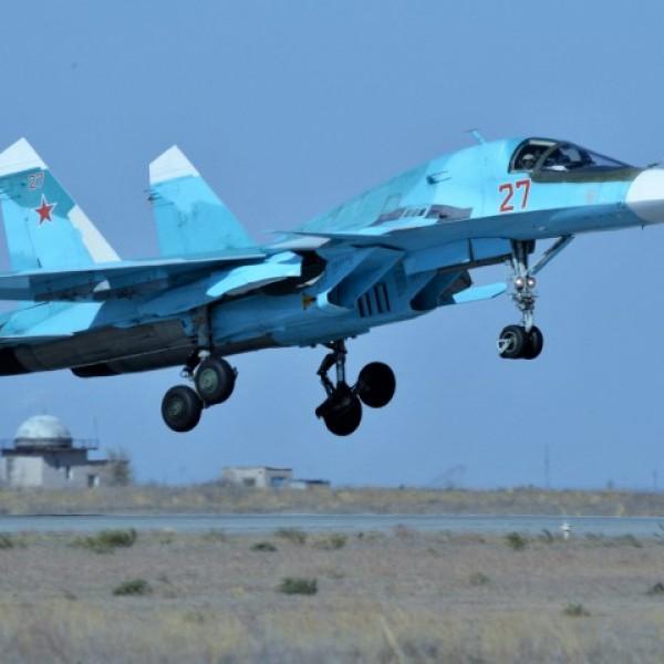 Oroszország vadászbombázókat is telepített az ukrán határ közelébe