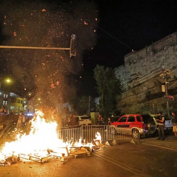 Kövekkel dobálták az izraeli rendőröket, gumilövedékekkel támadtak vissza a palesztinokra