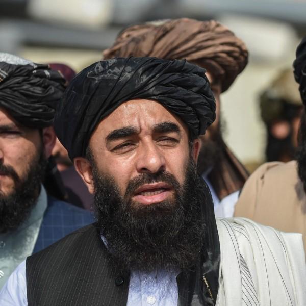 Betiltották a szakállak leborotválását a tálibok