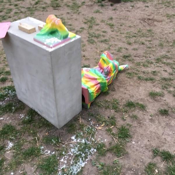 Ennyi volt: darabokra hullott a BLM-szobor