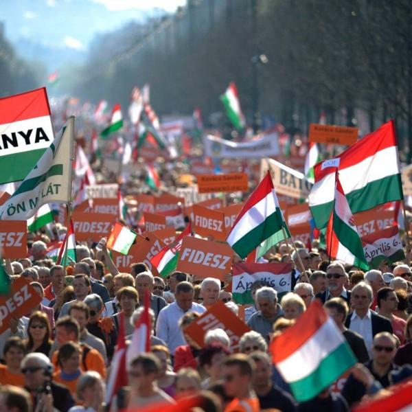 Visítás lesz: A magyarok inkább sikeresnek ítélik meg a kormány járványkezelését