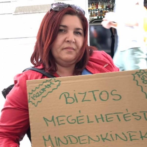 Szanyi kapitányék autós felvonulását betiltotta a rendőrség, ezért egy teraszon tiltakoztak - Fotók