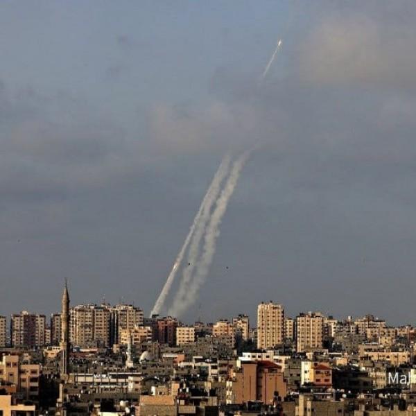 A Hamász rakétákkal támadja Jeruzsálemet - Videók