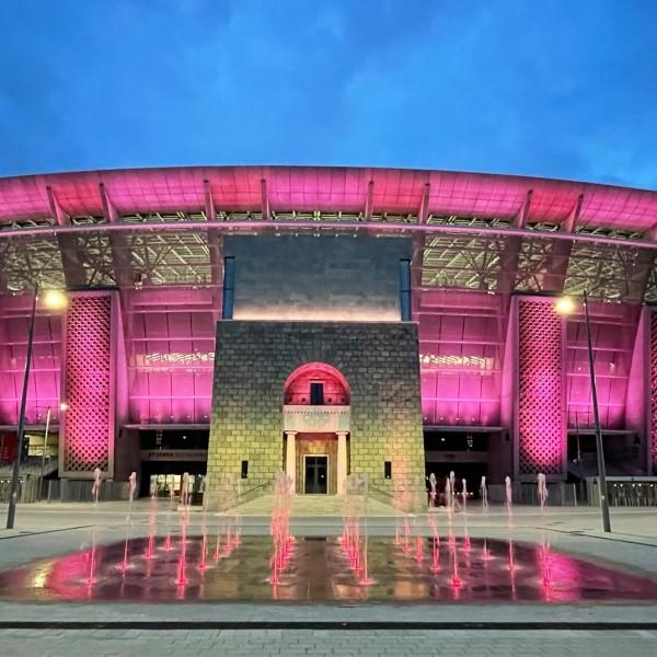 Valter Attila tiszteletére rózsaszín fényben pompázott a Puskás Aréna