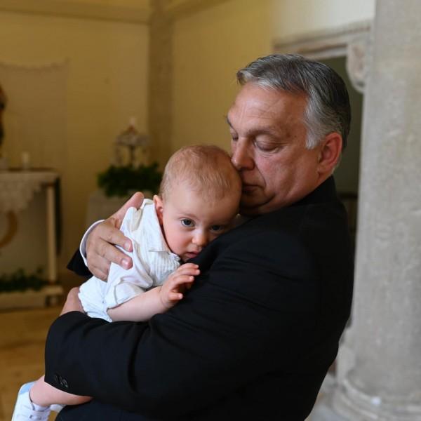 Megkeresztelték Orbán Viktor unokáját