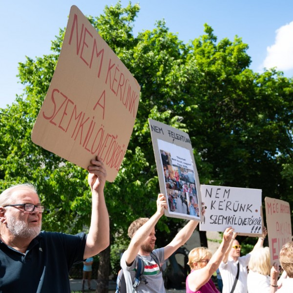 Tüntetők zavarták meg Dobrev országjárását is - Fotók