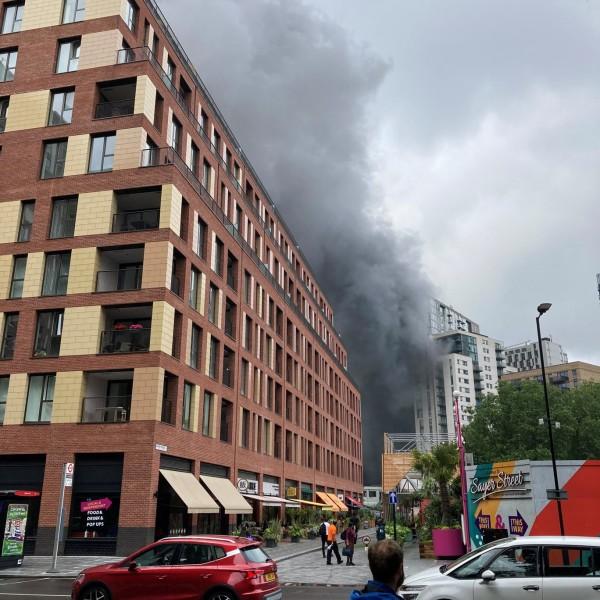 Óriási tűz van Londonban - Videó