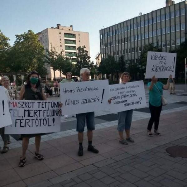 Dobrev elviharzott a zalaegerszegi fórumáról - tüntetők várták