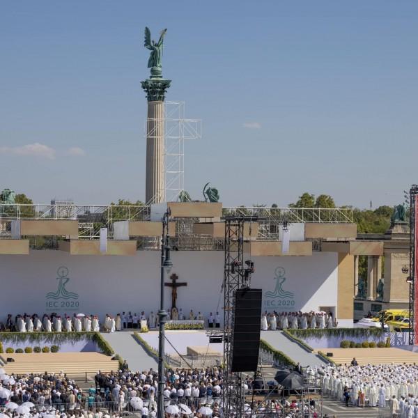 Ferenc pápa: Ne érjük be egy olyan hittel, amely csak a szertartásokból és az ismétlésekből él