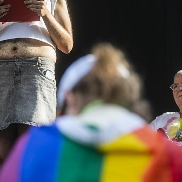 A lengyel parlament előtt a Stop, LMBTQ!-törvényjavaslat