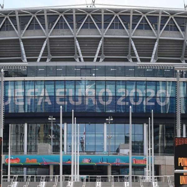 EB: Lezuhant egy néző a Wembley Stadion lelátójáról