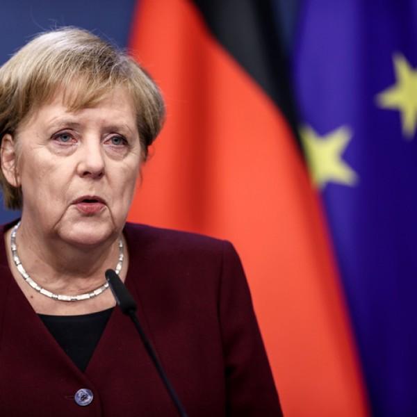Merkelnek nem tetszenek a teltházas meccsek a foci Eb-n