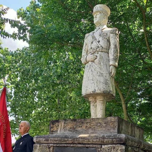 Horthy Miklósnak állítottak szobrot Hajdúbagoson