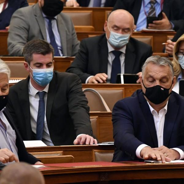 A moslék ismét nemmel szavazott: megszavazta a parlament a veszélyhelyzet meghosszabítását