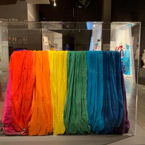 Egy brüsszeli múzeum az LMBTQ-mozgalom tárgyaiból rendez kiállítást