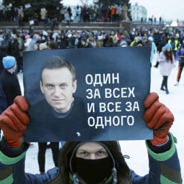 Tüntetéseket szerveznek szerdára a haldokló Navalnij támogatói