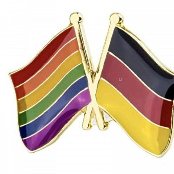 Szivárványos zászlóval üzent Deutsch Tamásnak a német nagykövetség