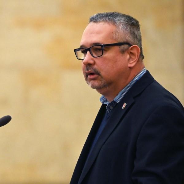 Mozijegyet kapott az ElkXrtukra a 2006-os rendőrterrort relativizáló Arató