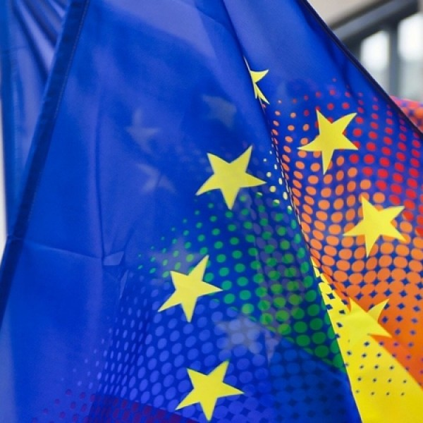 Itt a dráma: Az Európai Parlament is kitűzi a szivárványzászlót