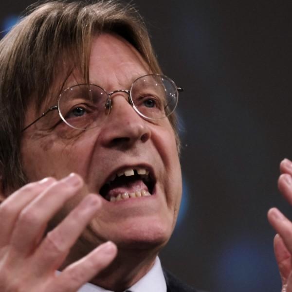 """Verhofstadt szerint Orbán víziója """"előbb-utóbb putyini diktatúrához vezet"""""""