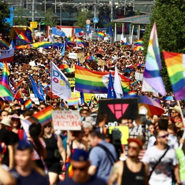 Bloomberg: Ezrek vettek részt a Pride-on, szembeszállva Orbán Viktor miniszterelnökkel