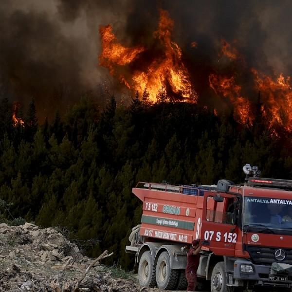 Földi pokol: Törökországban negyedik napja küzdenek az erdő- és bozóttüzekkel - Videók