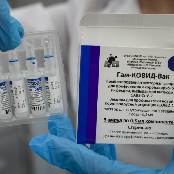 Több mint 90 százalékos az orosz vakcinák hatékonysága a delta variánssal szemben
