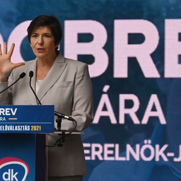 Dobrev: Aki azt mondja, lábujjhegyen kell majd kerülgetni a kétharmados törvényeket, el fog bukni