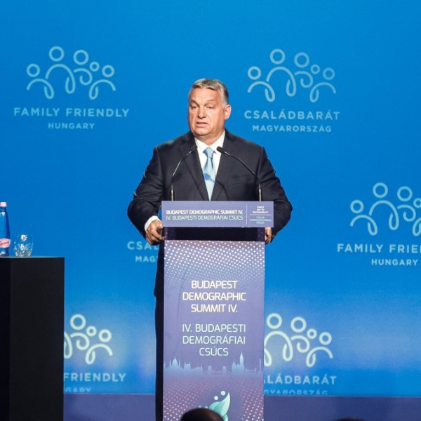 Orbán Viktor: Be vagyunk oltva a Woke-vírus ellen