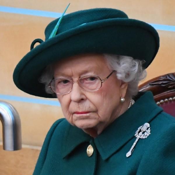 Orvosai letiltották II. Erzsébetet a száraz martiniről