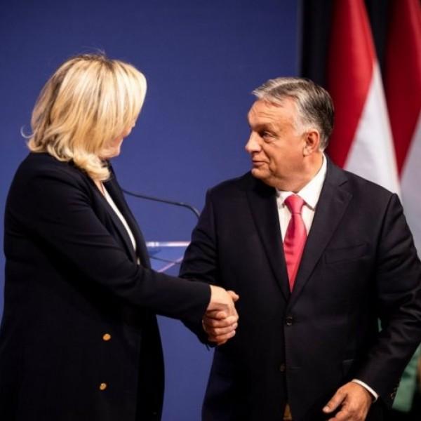 """Le Pen: """"magyarok, tartsatok ki!"""""""