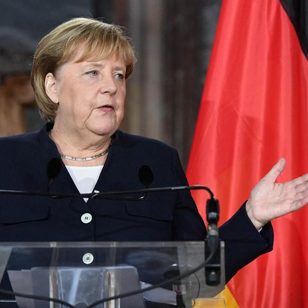 Merkel figyelmeztette Brüsszelt: Inkább beszélni kellene Magyarországgal, nem forrásokat megvonni