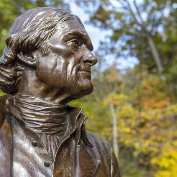 New York eltávolítja Thomas Jefferson, az Egyesült Államok harmadik elnökének szobrát
