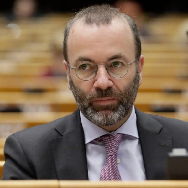 """Manfred Weber: A lengyel kormány a """"közvetett kilépés"""" politikáját követi"""