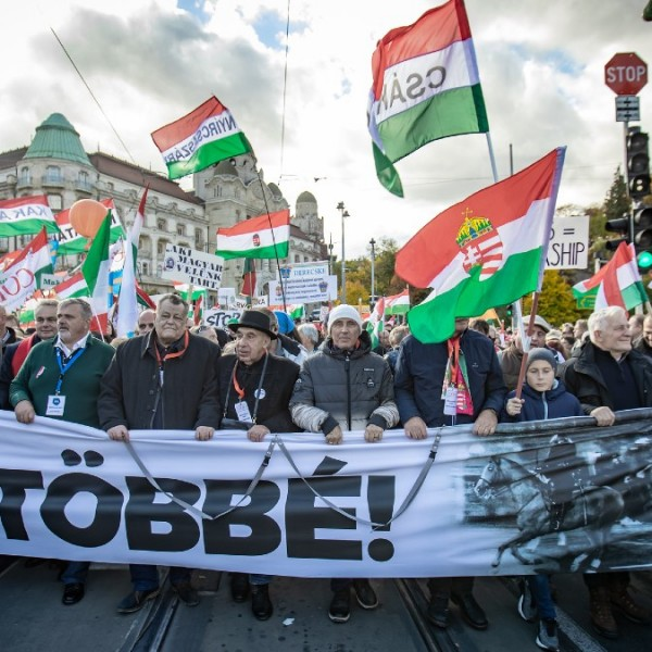 Fidesz: Savanyú a szőlő a baloldalnak, támadja a Békemenetet
