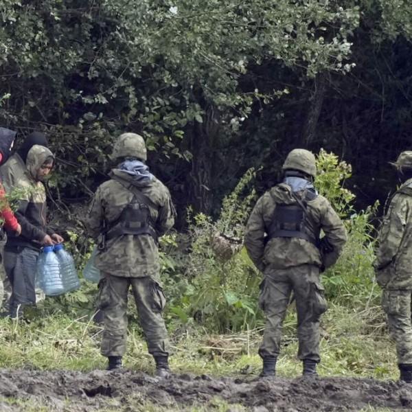 Lengyel katonák sérültek meg a belarusz határon