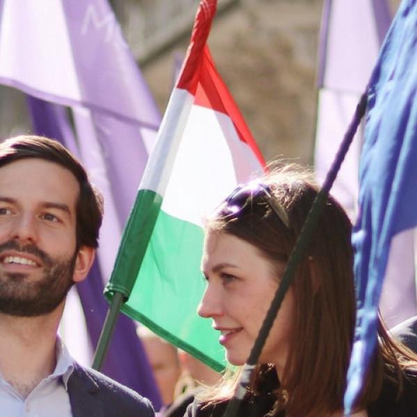 Elkezdtek ugatni a momentumos hazaárulók, mert a Fidesz otthagyja az Európai Néppártot