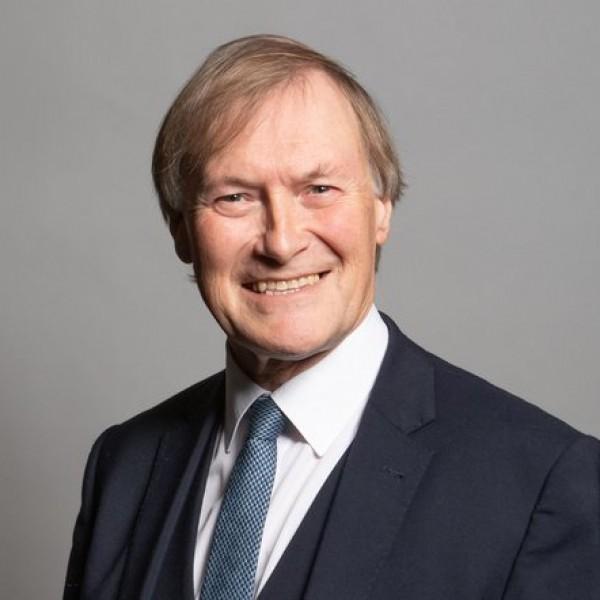 Halálra késeltek egy brit parlamenti képviselőt
