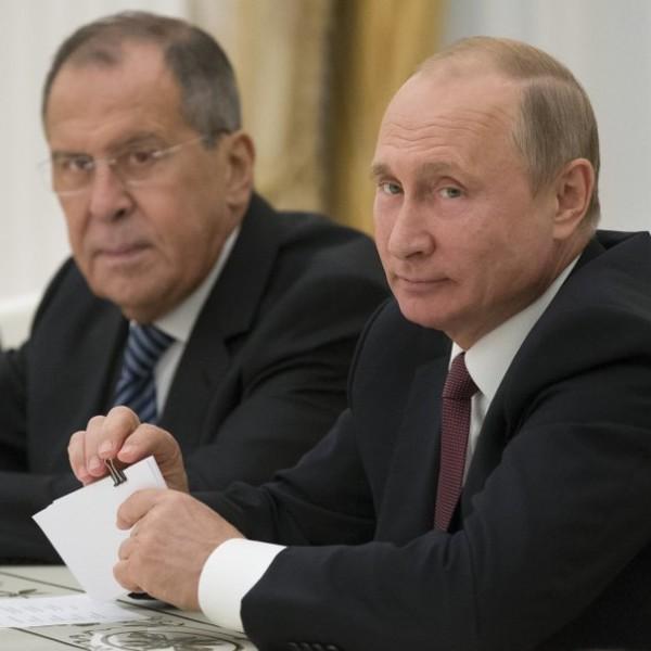 Putyinék eligazították az amerikaiakat: Oroszország maga dönt az együttműködés formájáról