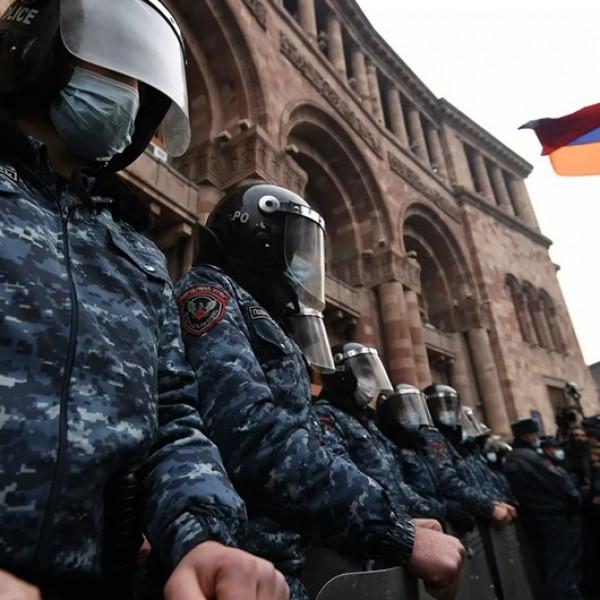 Tüntetők foglaltak el egy kormányzati épületet Örményországban - Videó