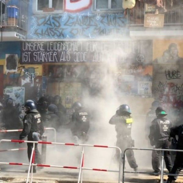 Berlinben már harmadik napja harcolnak egymással az antifák és a rendőrök